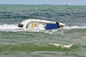 large-wave-capsize-boat
